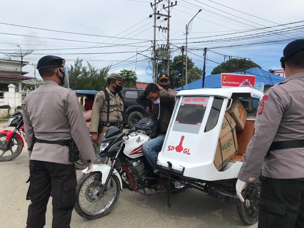 Puluhan Personel, TNI, Polri dan Satpol PP Galus Laksanakan Razia Masker