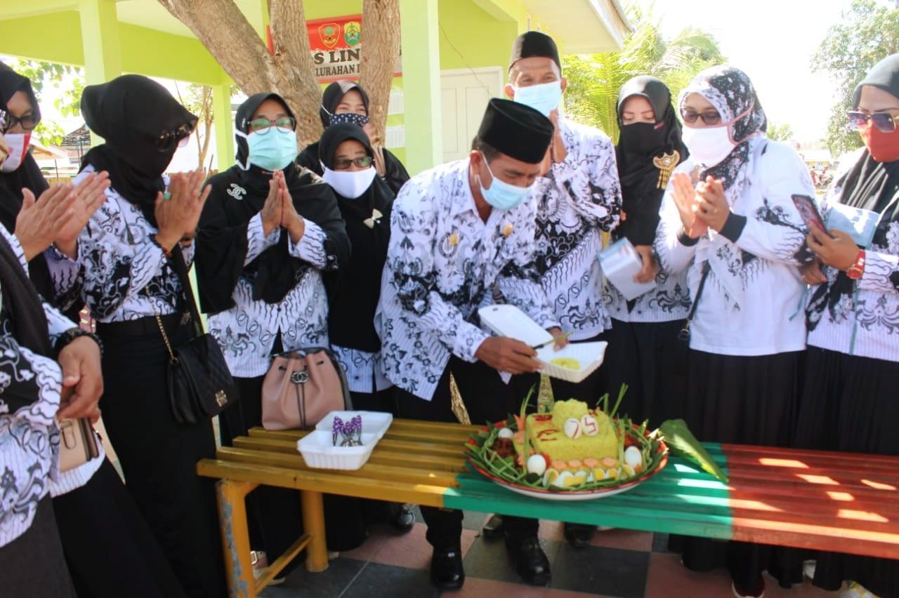 PGRI Di Buol Bakti Sosial Peringati HGN Ke 75