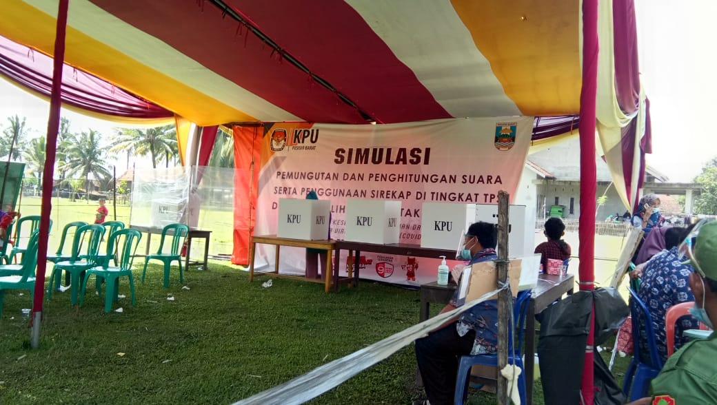 Gelar Simulasi Pemungutan dan Penghitungan Suara, KPU Pesisir Barat Himbau Pemilih Patuhi Protokol Kesehatan