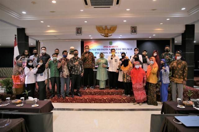 Walikota Buka Pelatihan Pengembangan Koperasi Melalui Teknis (DAK) di Hotel Comforta TPI
