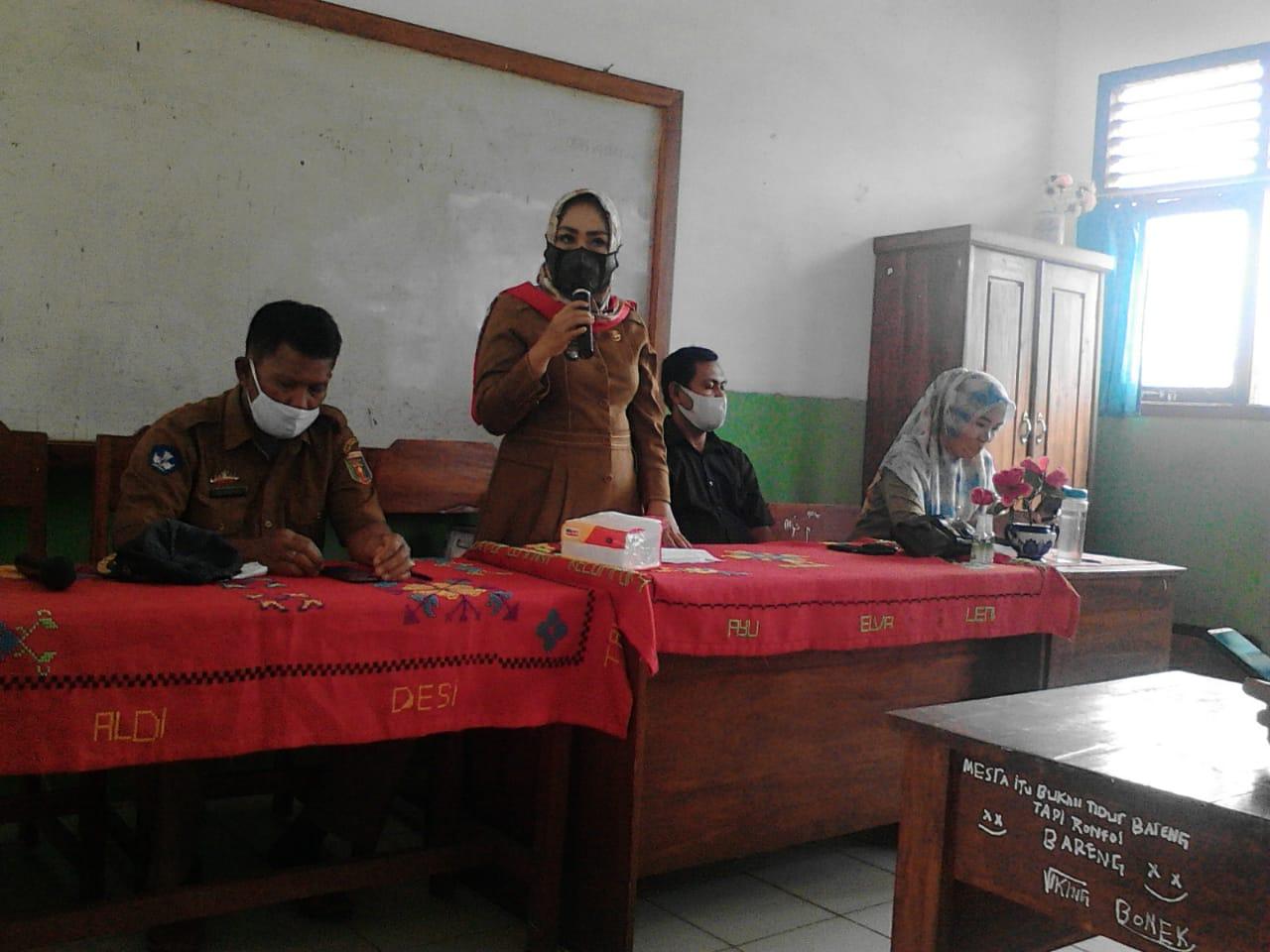 Hadiri Rapat Wali Murid, Kades Cempaka Berikan Himbauan Ayo Patuhi Protkes