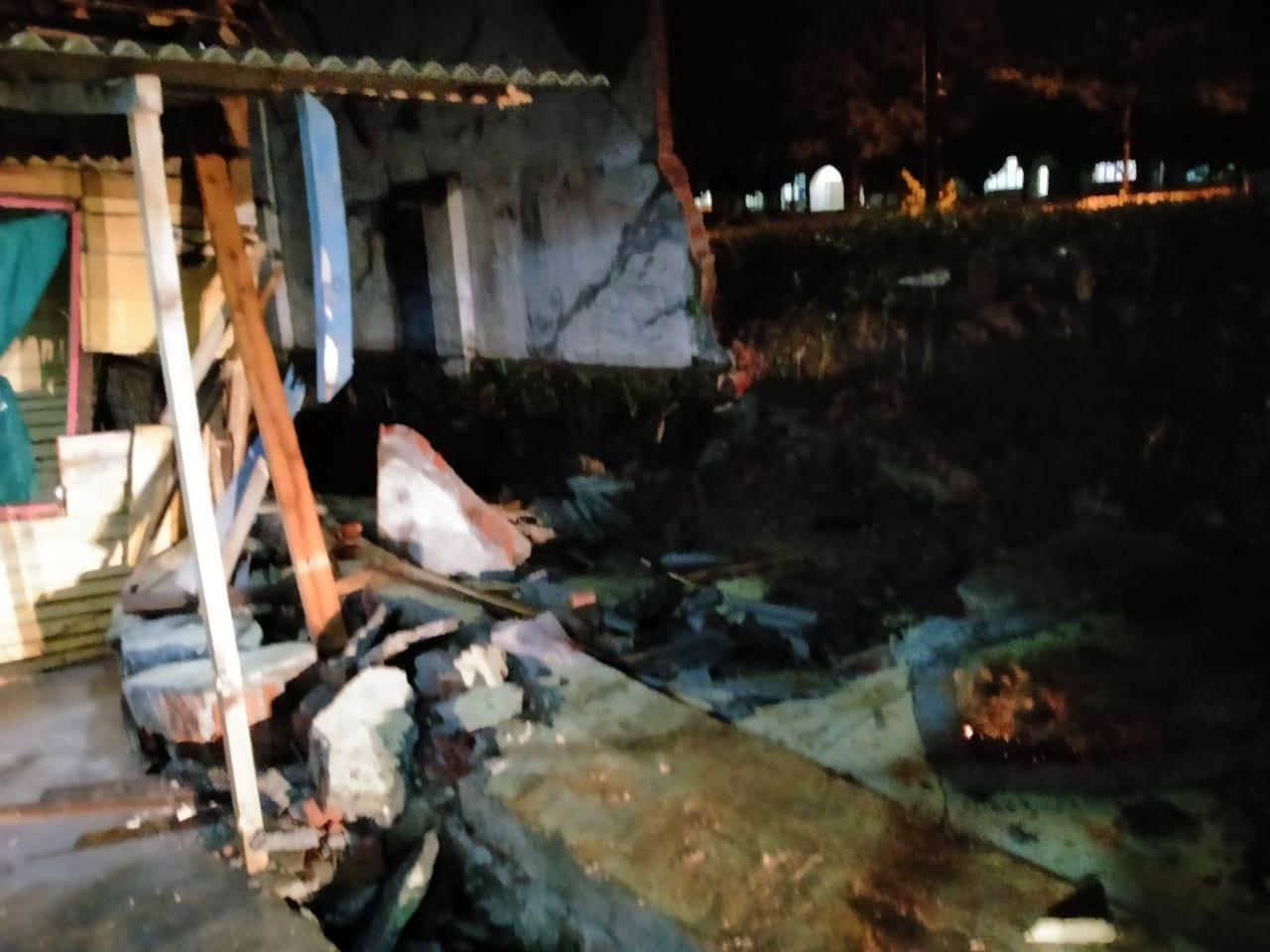 Camat Sarihusin, Ini kondisi rumah Salamah Yang Tertimpa Pagar GSG Islamic Center Kotabumi