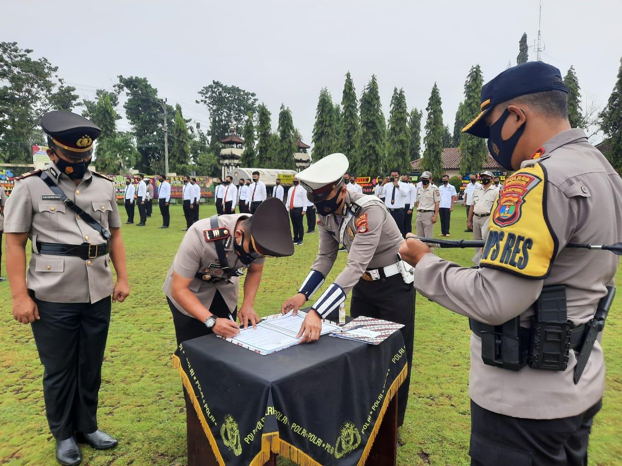 Kapolres Lampung Utara Pimpin Sertijab Kasat Intelkam dan Kasat Binmas