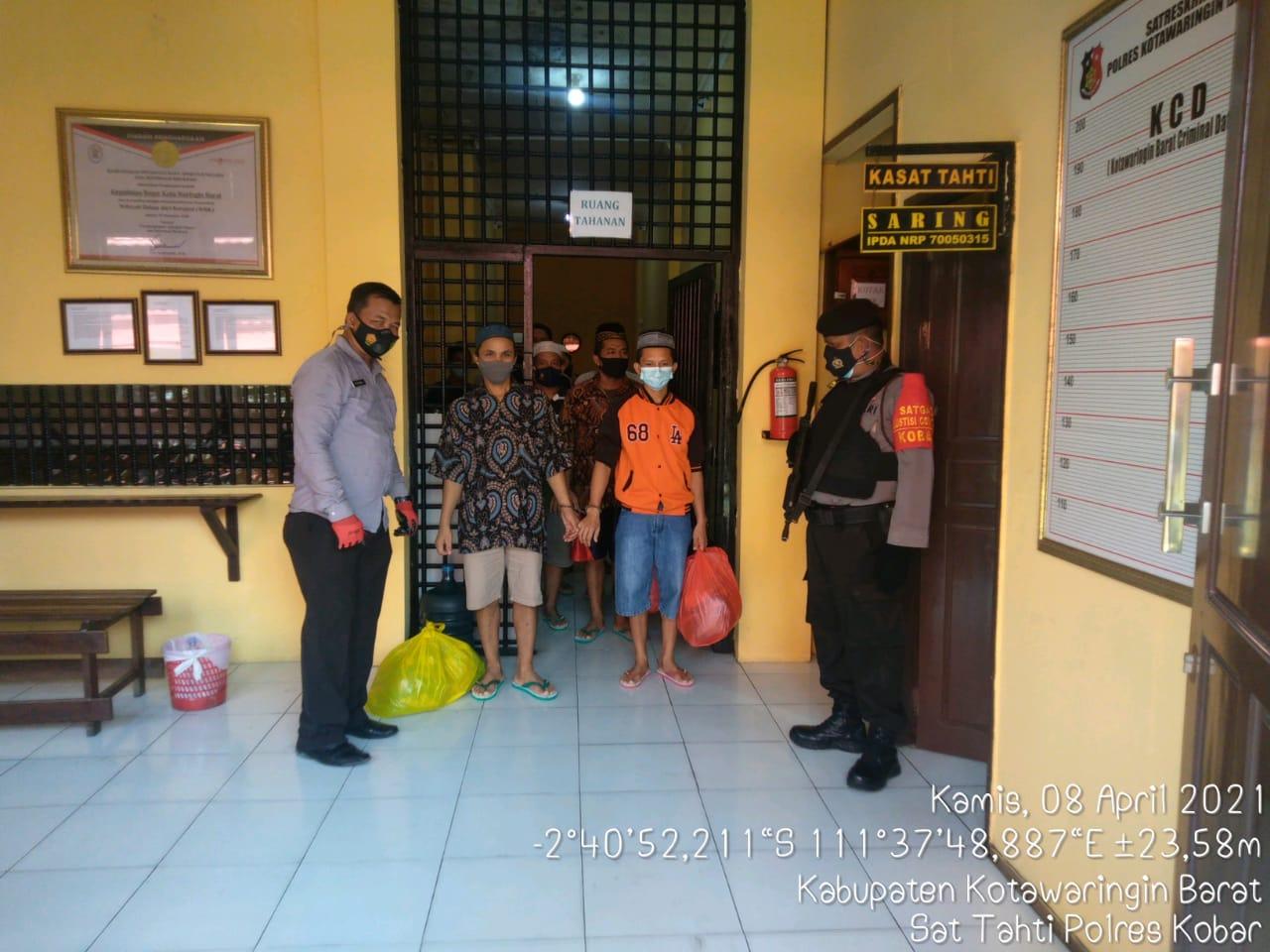 Pemindahan Tahanan Titipan Kejaksaan dari Rutan Polres Kobar Ke Lapas