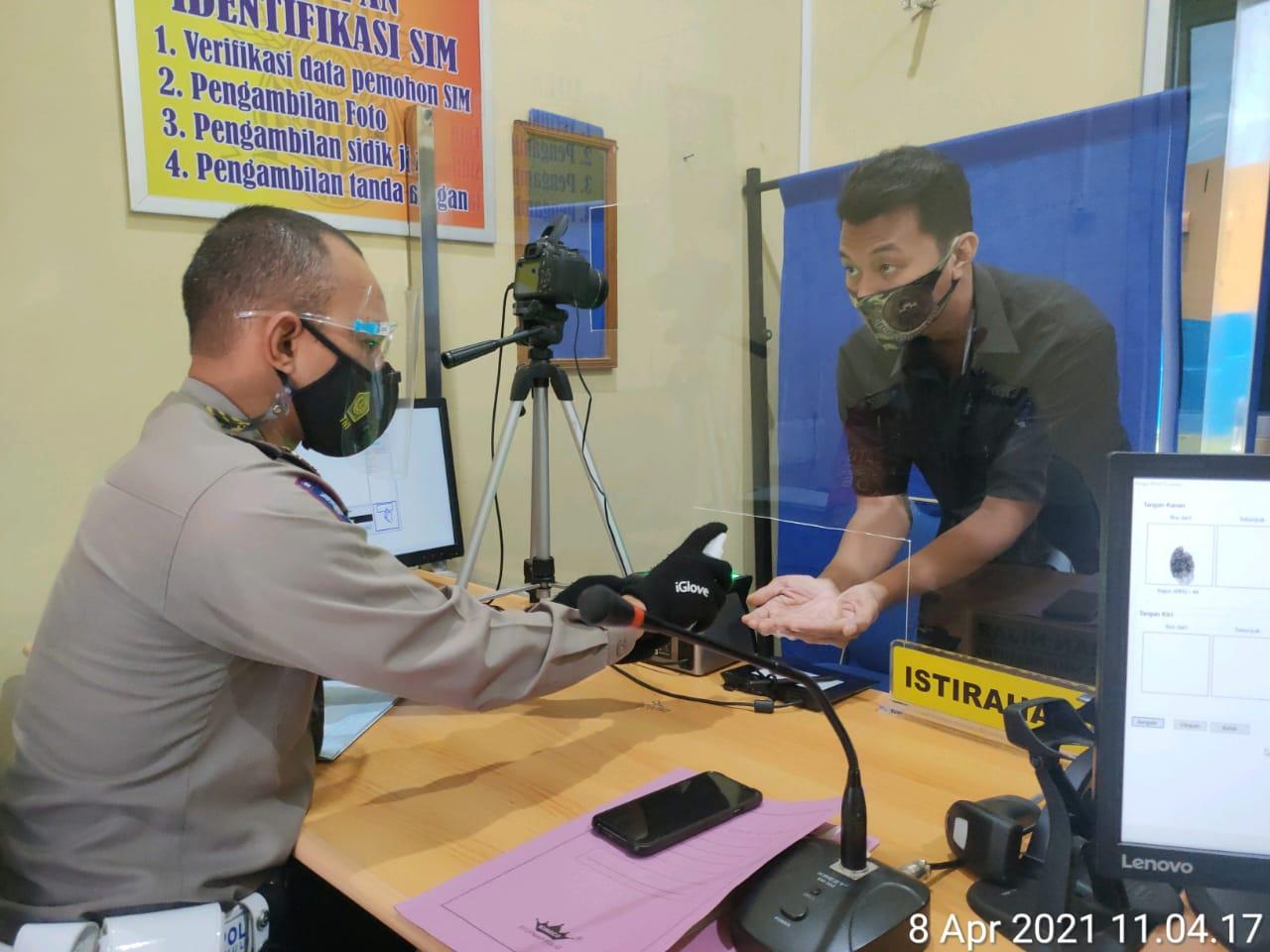 Satlantas Polres Kobar Selalu Menerapkan Prokes Dalam Pelayanan Administrasi SIM