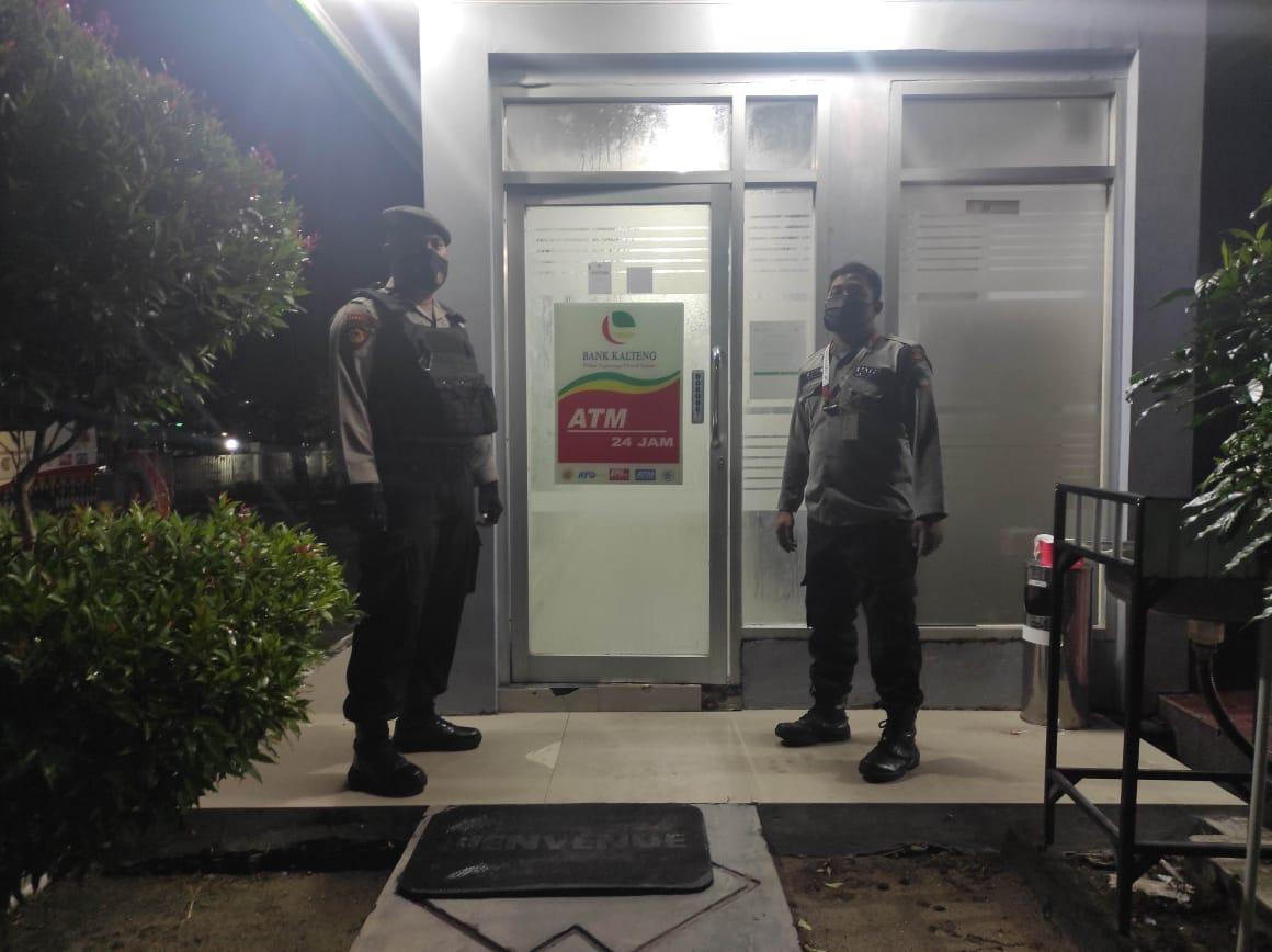 Satsabhara Polres Kotawaringin Barat Sambangi Bank Kalteng di kobar