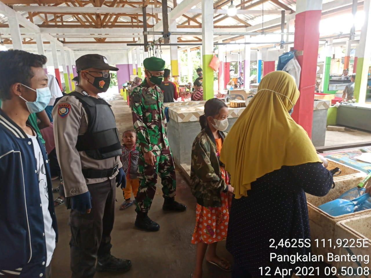 Personel TNI-POLRI dan Trantib Kecamatan tindak tegas kepada warga yang tidak disiplin dengan Prokes