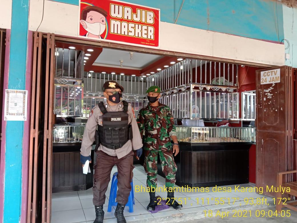 """Anggota cadangan Polsek Pangkalan banteng Patroli ke Toko Emas """"IKAN MAS"""""""