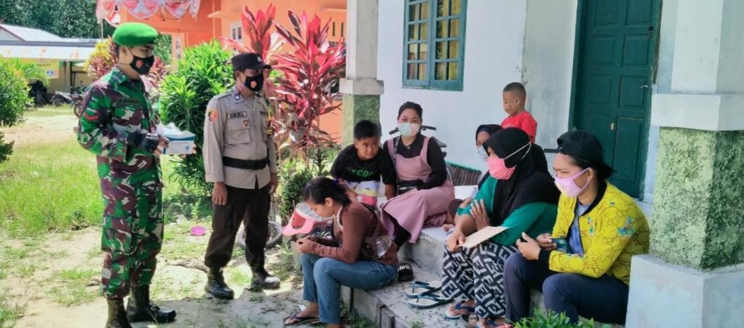 BRIPKA Kukuh Sugiantoro dan Babinsa Koramil Kota Laksanakan Himbauan Protokol Kesehatan