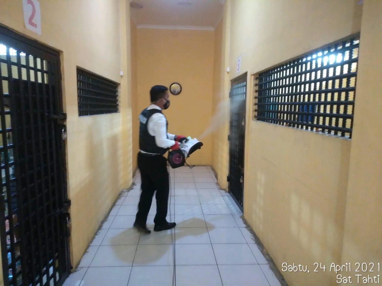 Personel Sattahti rutin lakukan Fogging disinfektan