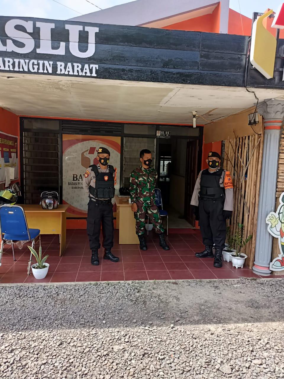 Anggota Polisi Datangi Kantor Bawaslu Kobar