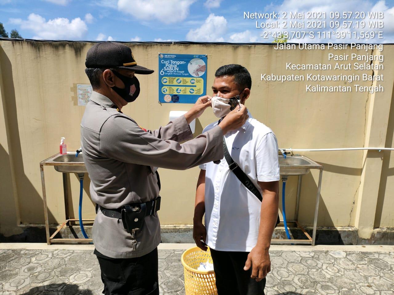 Polsek Arsel Bersama TNI Menghibau Warga Pakai Masker