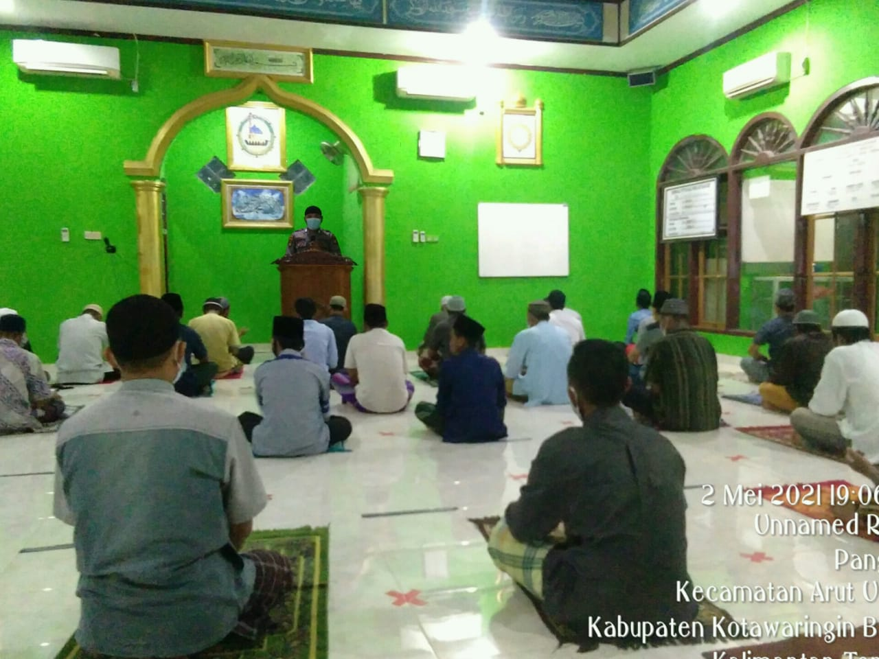 Bripka Rahmad Lakukan Imbauan Saat Akan di Laksanakan Shalat Terawih Di Masjid Al Ikhlas Kel Pangkut