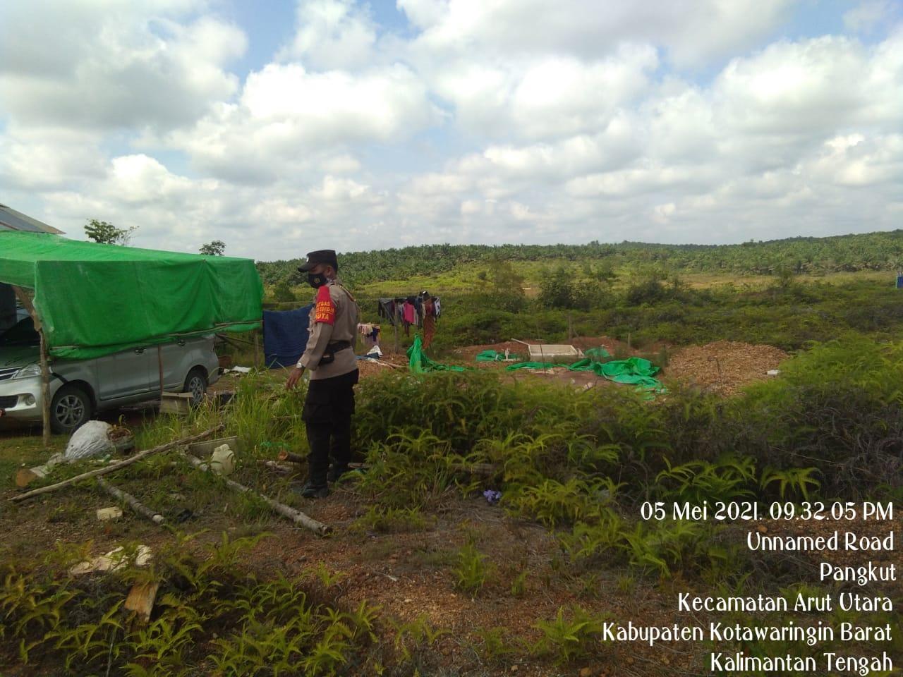 Pengecekan Bekas Lokasi Tambang Anggota Polsek Aruta Lakukan Patroli Larangan Kegiatan Illegal Minning