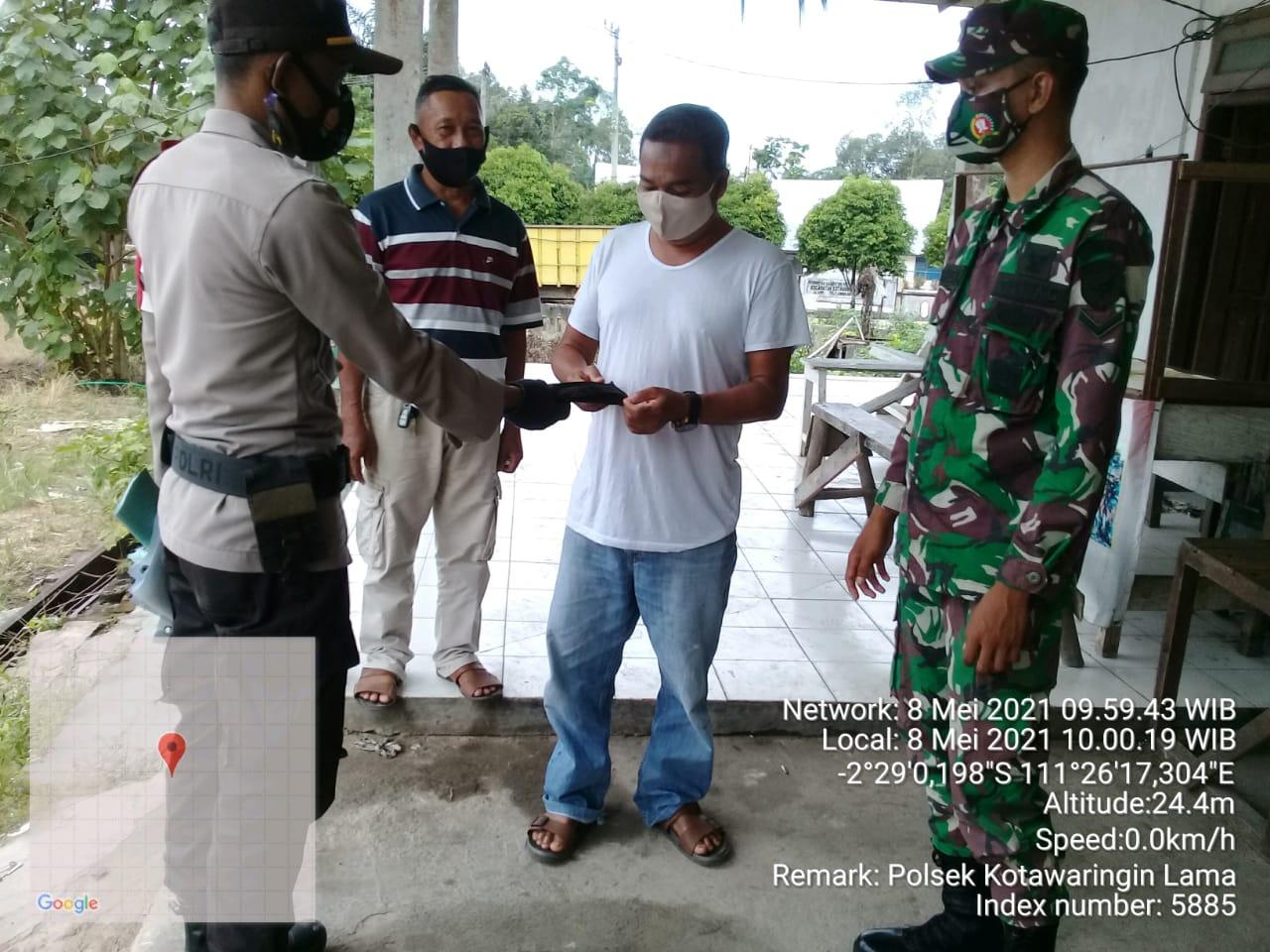 Warga Kolam Dapat Masker Dari TNI dan Polri
