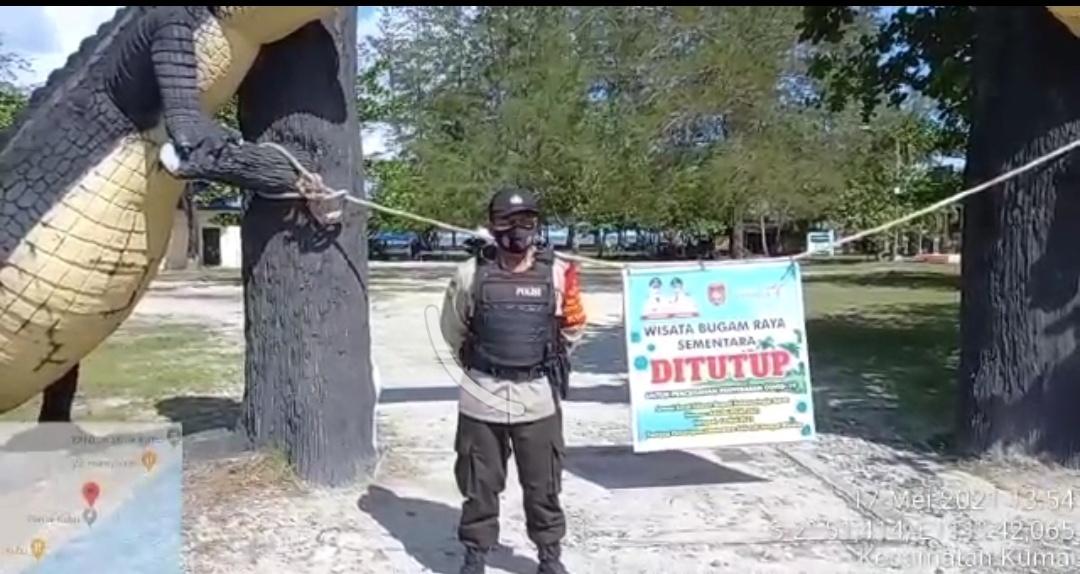 Personel Polsek Kumai Amankan Penutupan Sementara Tempat Wisata Pantai Kubu
