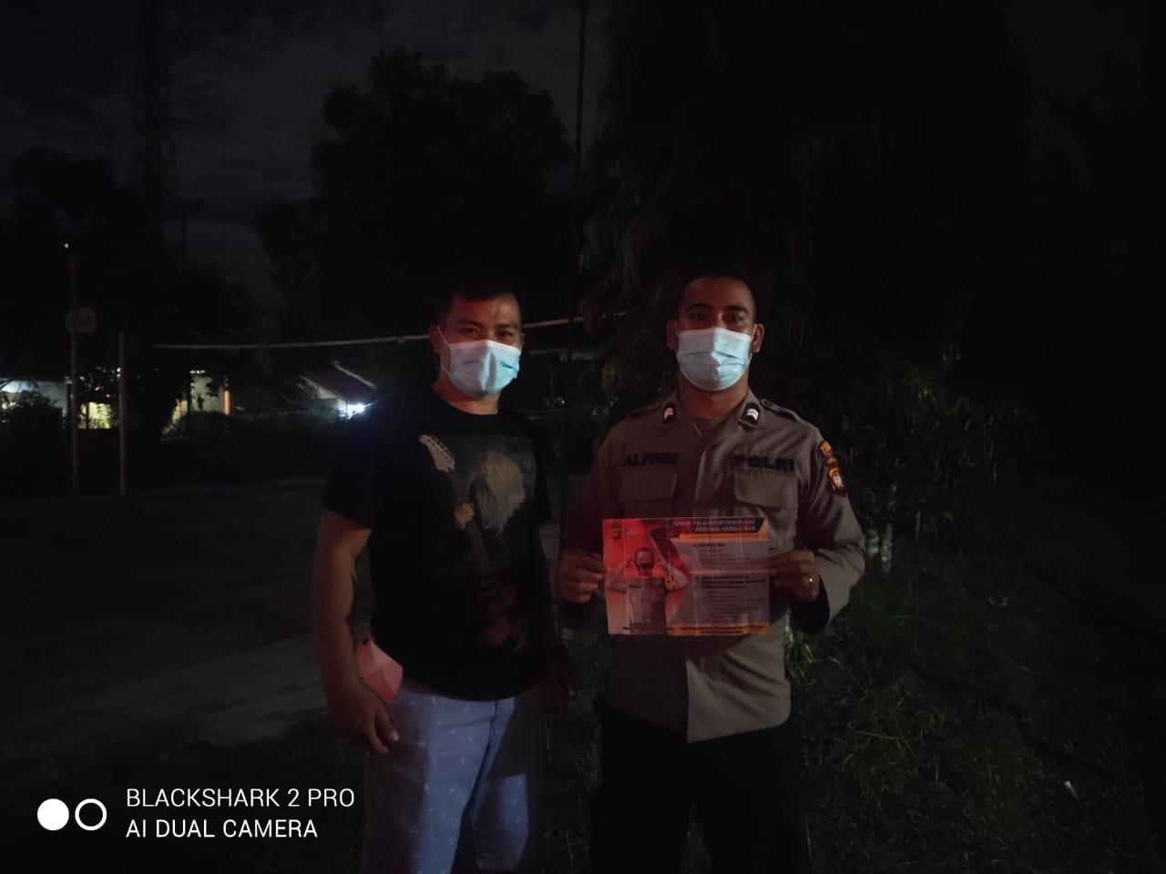 Anggota Piket Patroli Malam Hari Temui Warganya Untuk Tetap Patuhi Prokes