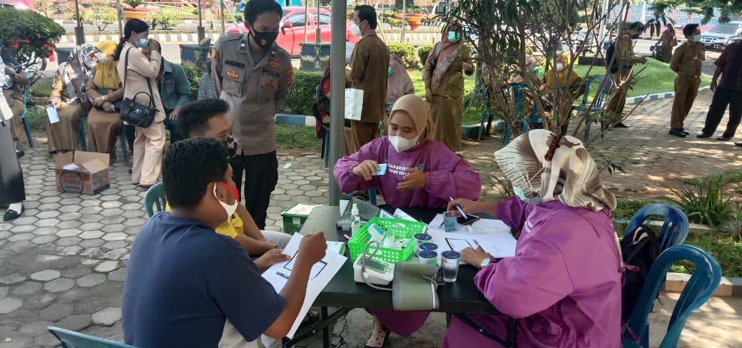 Dukung Percepatan Program Vaksinasi, Polres Lampura bersama Dinkes gelar Lapak Vaksin di Tugu Payanmas
