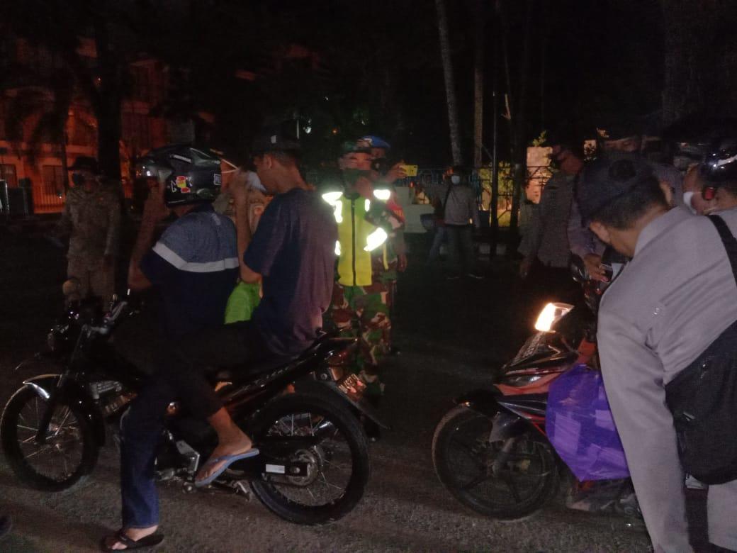 Aparat Gabungan Di HST Kembali Lakukan Operasi Yustisi Malam Hari