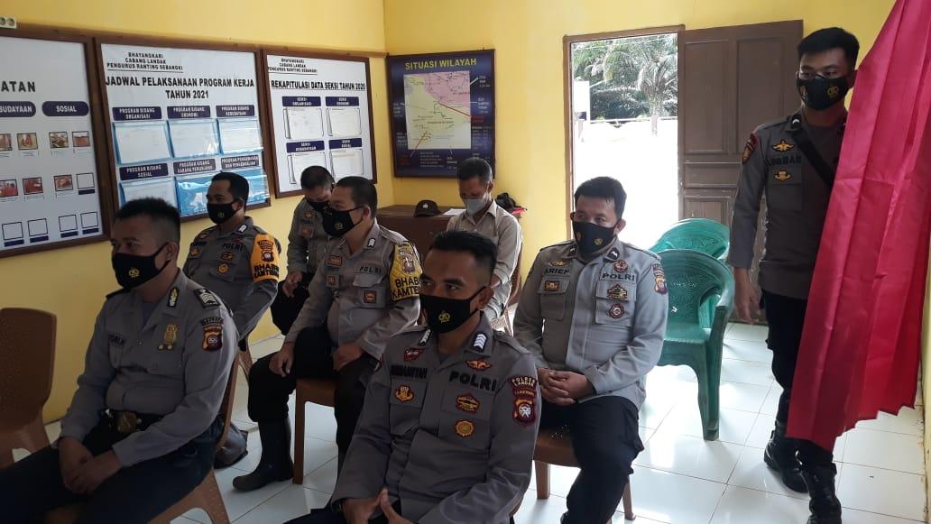 Kapolsek Sebangki Bersama Anggota Menerima Baik Kunjungan Kerja Dari Kabag Ren Polres Landak