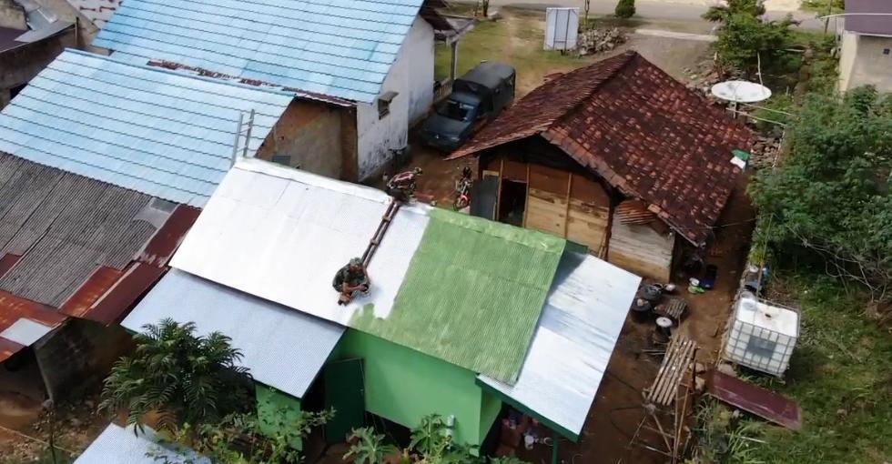 Atap Rumah Soirah Dicat Hijau