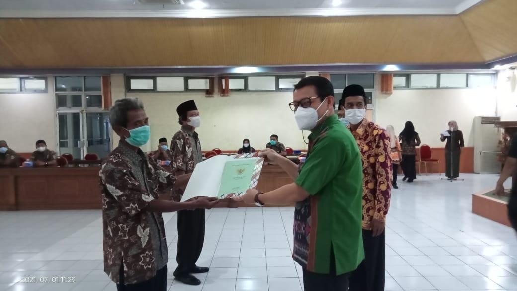 Bupati Batang Hari Hadiri Penyerahan Sertifikat Proyek PIR SUS I Durian Luncuk