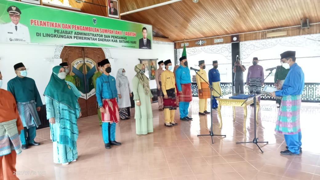 Wakil bupati H.Bakhtiar Sp Melantik Pejabat dan Pengawas dilingkup Pemkab Batang Hari