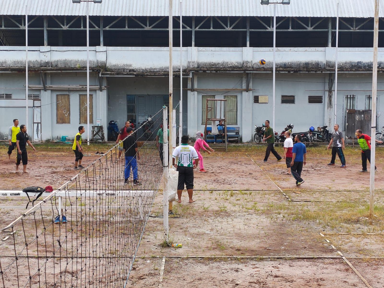 Satgas TMMD ke-112 melaksanakan olahraga bersama dengan Warga Sekitar