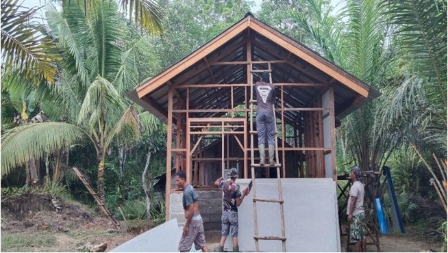 Dinding Tembok Rehab RTLH TMMD ke-112 Kodim 1004/Kotabaru Mulai Terpasang